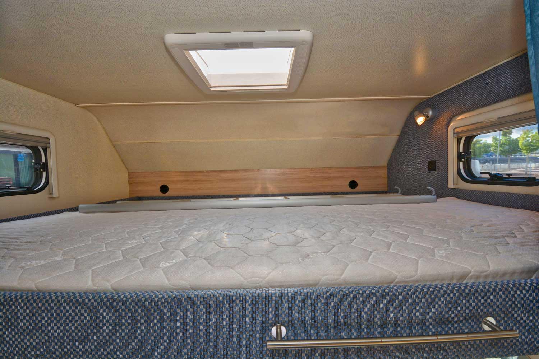 alkoven wohnmobil f r bis zu 4 6 personen in schweden mieten. Black Bedroom Furniture Sets. Home Design Ideas